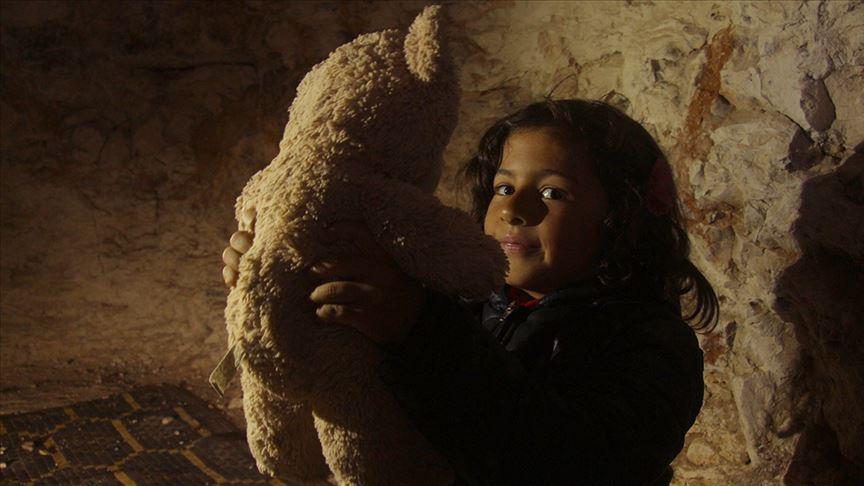 صورة المغارات.. ملاجئ للأطفال هرباً من بطش الأسد