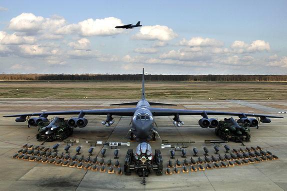 صورة مواجهة جوية أرضية بين مقاتلة B-52 الأمريكية وصواريخ S-400 الروسية.. من سيفوز؟