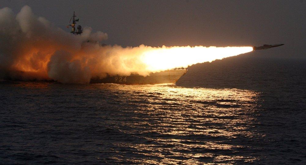صورة باكستان تطلق صاروخها المتطور والمضاد للسفن شمالي بحر العرب- شاهد