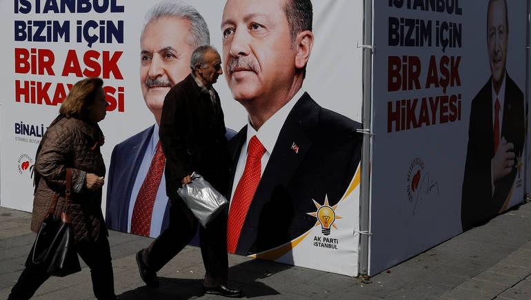 صورة مفاتيح بلدية اسطنبول تذهب للمعارضة التركية