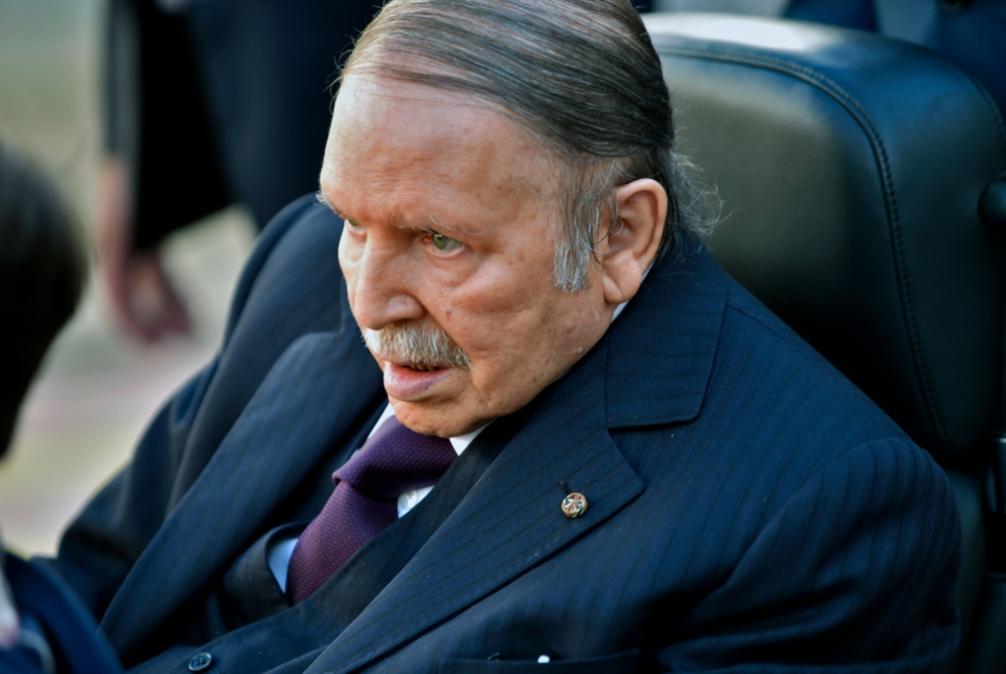 صورة بوتفليقة يعلن تنحيه عن حكم الجزائر