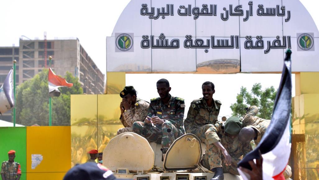 """صورة عودة الربيع العربي.. ومخاوف من استبدال """"البشير"""" بـ """"سيسي"""" جديد؟"""