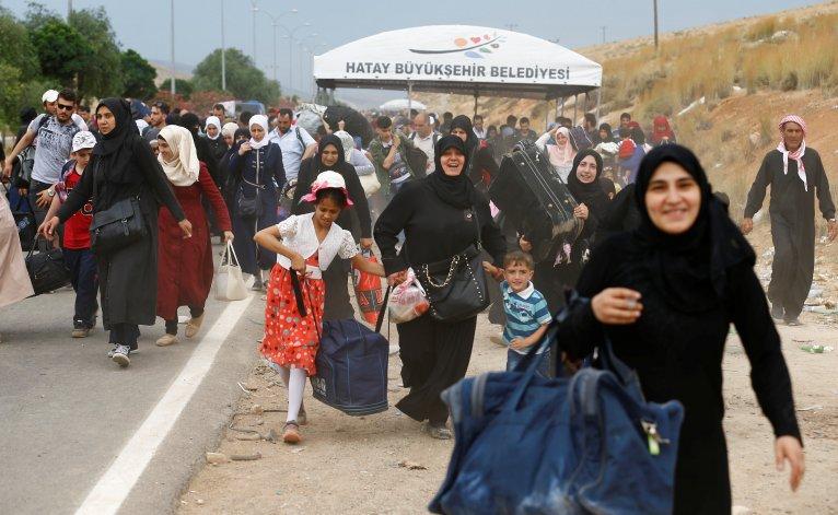 صورة عودة قرابة 2000 لاجئ من تركيا إلى الشمال السوري