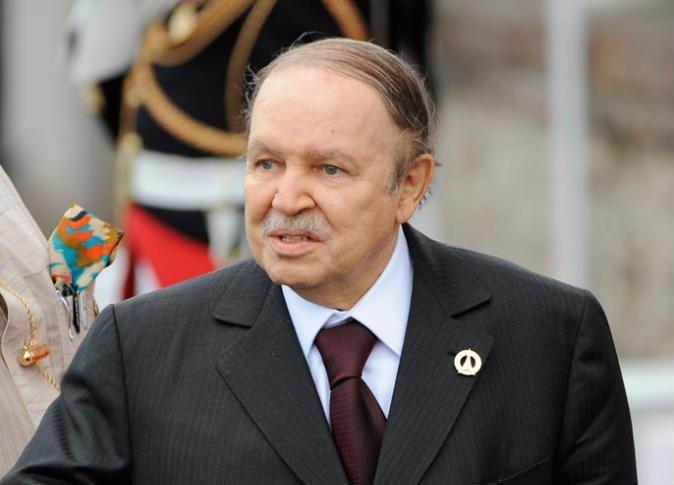 """صورة ما الذي يجري في الجزائر؟ هل أطاح الجيش بـ """"بوتفليقة"""""""