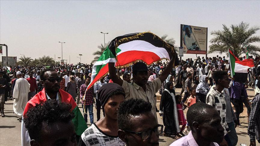 """صورة ماذا يجري في السودان؟.. محاولة انقلاب على """"انقلاب القصر"""""""