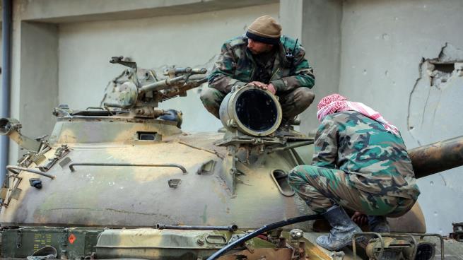 صورة 170 قتيلًا للنظام في معارك حماة والساحل بينهم 40 ضابطًا