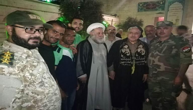 صورة في أكبر جوامع حلب.. قارئ إيراني ينافس عبدالباسط عبدالصمد؟