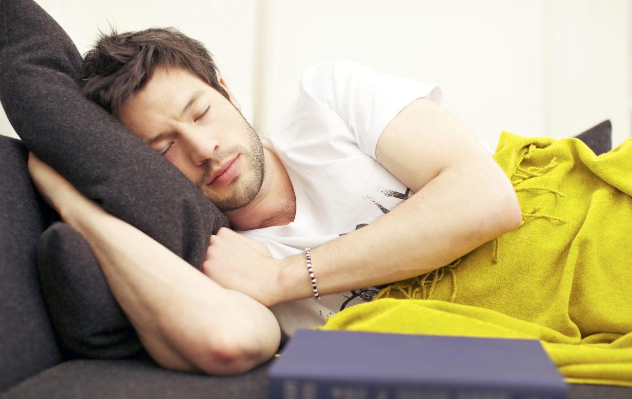 صورة احذروا من النوم نهاراً والسهر ليلاً.. وخاصة فئة الشباب