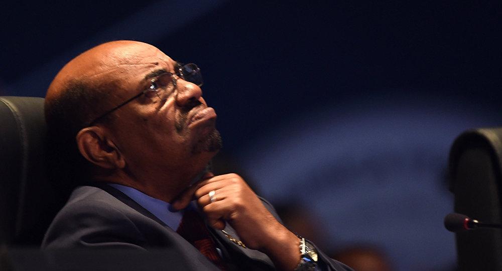 صورة رئيس مجلس السودان العسكري: لن نسلم البشير لـلجنائية الدولية