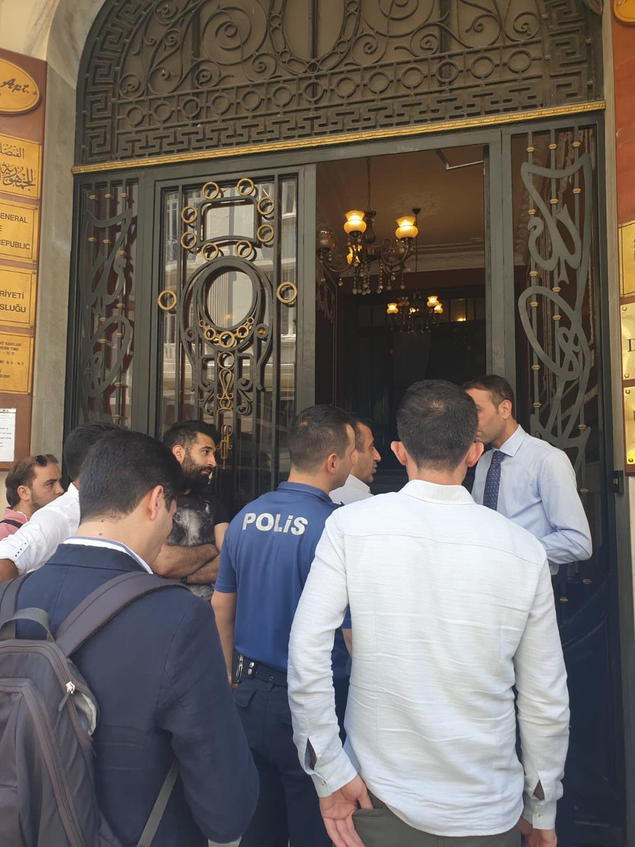 صورة قنصلية الأسد باسطنبول تعتدي على سياسي سوري.. والشرطة التركية تدخل مبناها