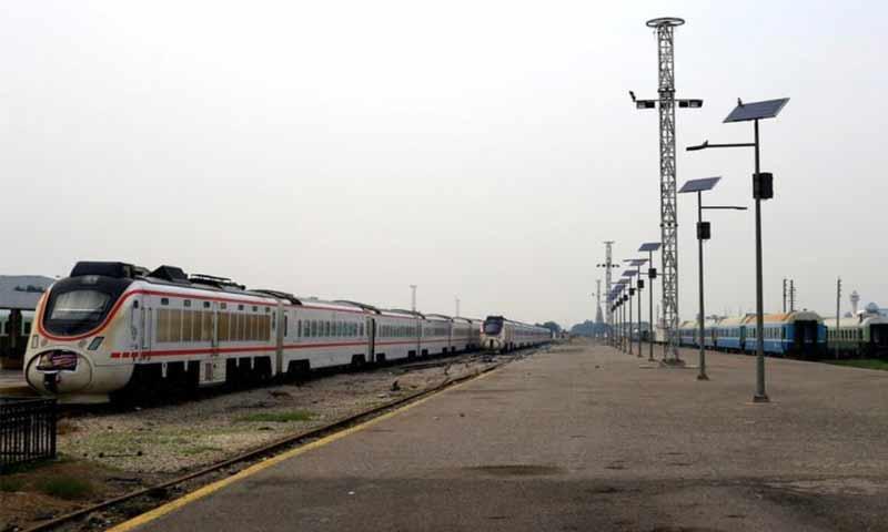 """صورة عبر خطوط سكك الحديد.. اللاذقية ترتبط بـ """"الخميني"""""""
