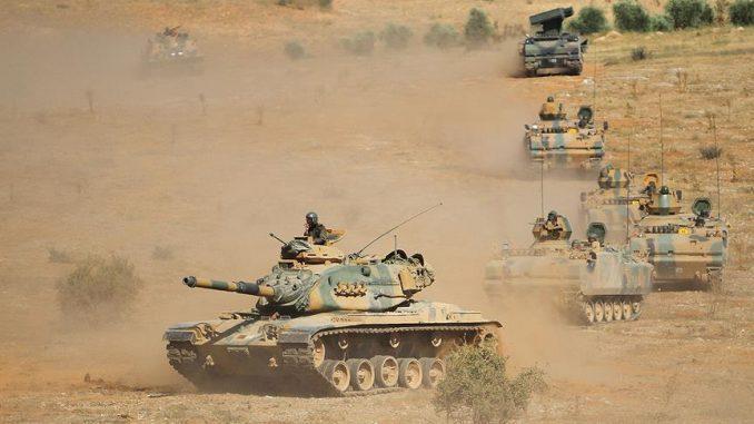 صورة تركيا تدفع بمدافع ودبابات إلى الحدود السورية