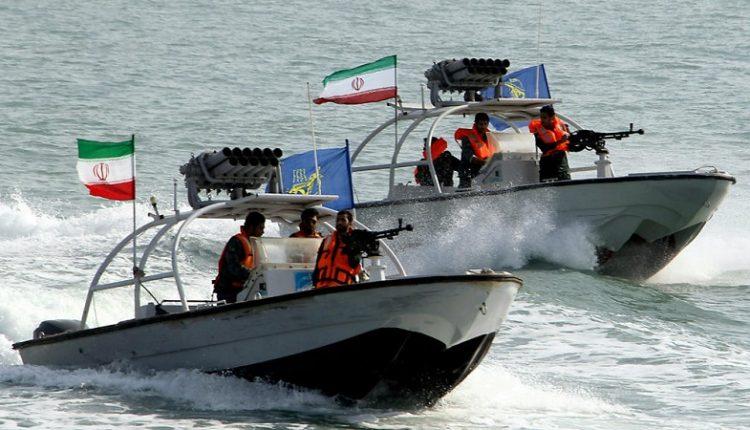 """صورة تحركات عسـ.ـكرية على السواحل الإيرانية والجيش يعلن """"التعبئة البحرية"""""""