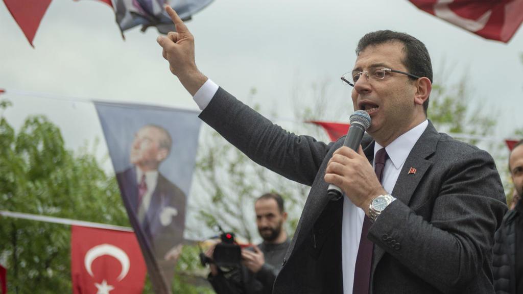 صورة رئيس بلدية اسطنبول يحارب اللحى!