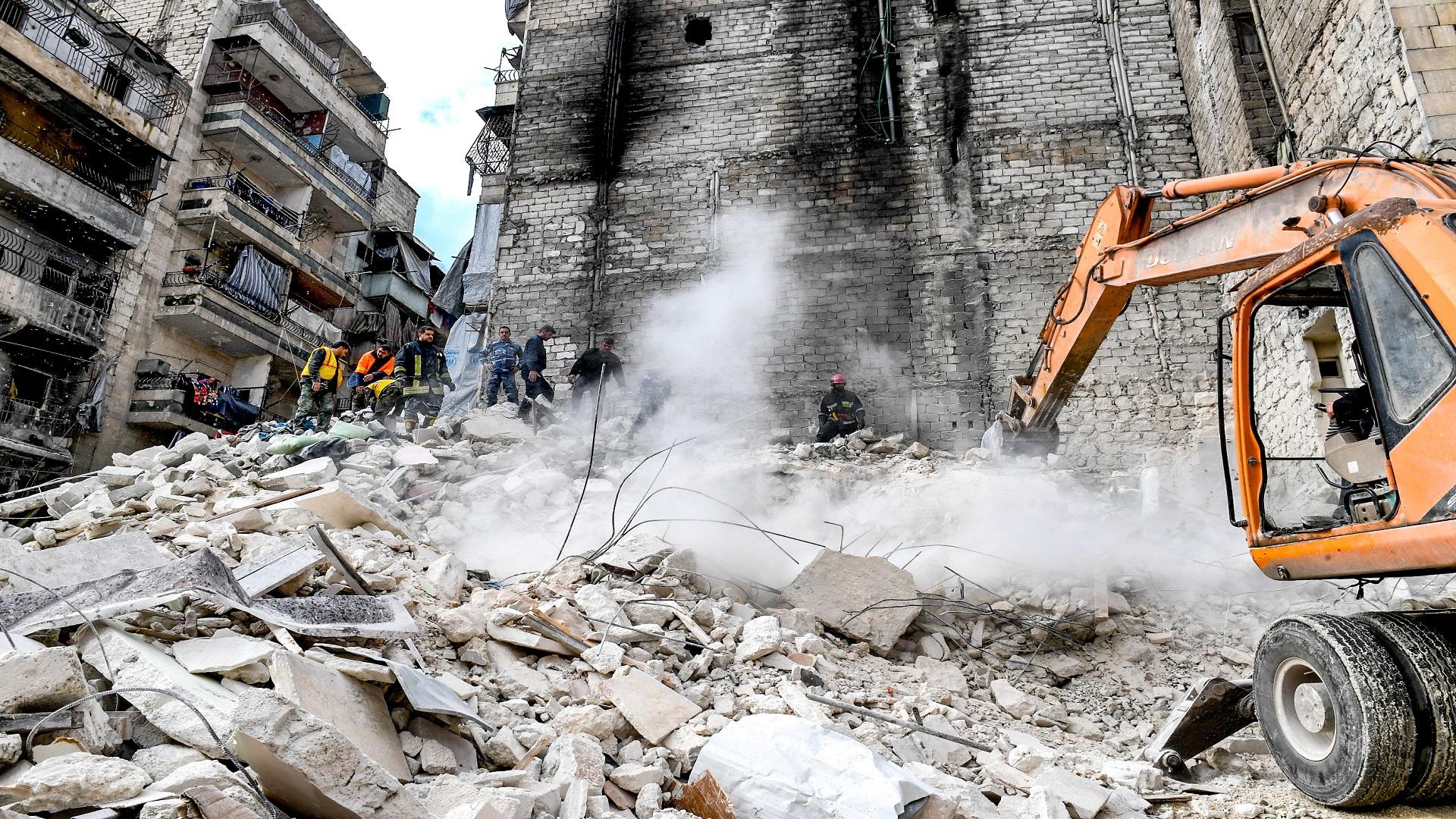 صورة مع قدوم الشتاء .. النظام يهدم منازل حلب ويشرد سكانها