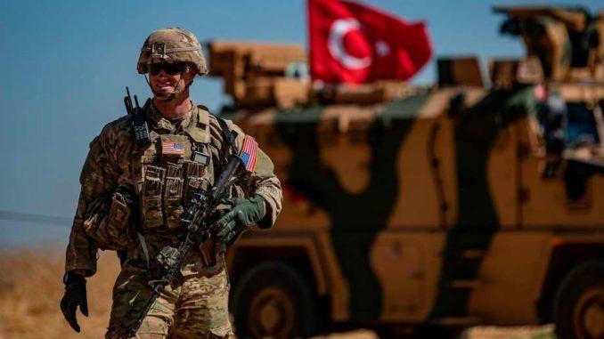 صورة قائد القوات الأمريكية يصل تركيا.. ماذا يجري؟