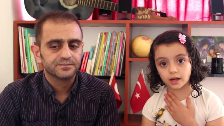 """صورة من هي """"المترجمة الصغيرة"""" التي شغلت وسائل الإعلام التركية؟!"""