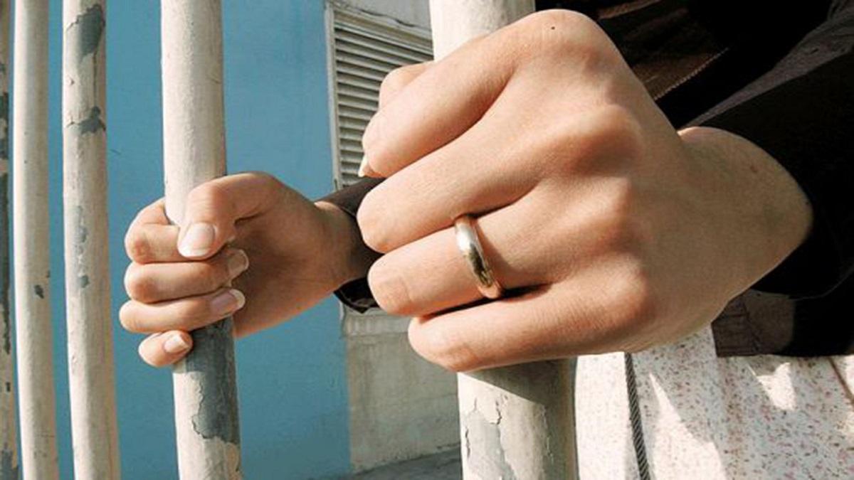 صورة قوات النظام تعتقل نساء في دمشق والسبب .. مكالمة!