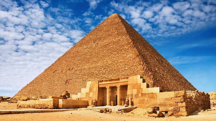 صورة شـ ـاهد ماذا فعل الصـ ـحـ ـابة عند رؤيتهم الأهرامات للمـ ـرة الأولى