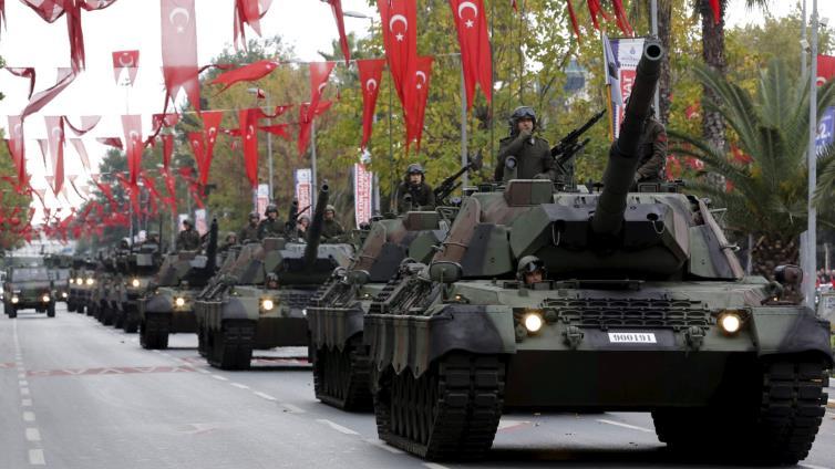 صورة تركيا تتراجع عن دخول شرق الفرات عسكرياً