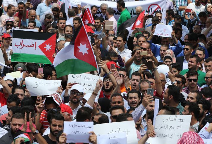 صورة المهندسون والأطباء ينضمون لإضراب معلمي الأردن