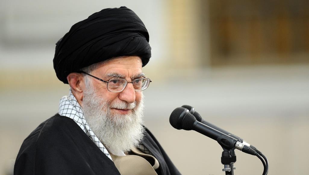 """صورة بذريعة """"المؤامرة والخيانة"""".. خامنئي يتوعد بسحق الإيرانيين!"""