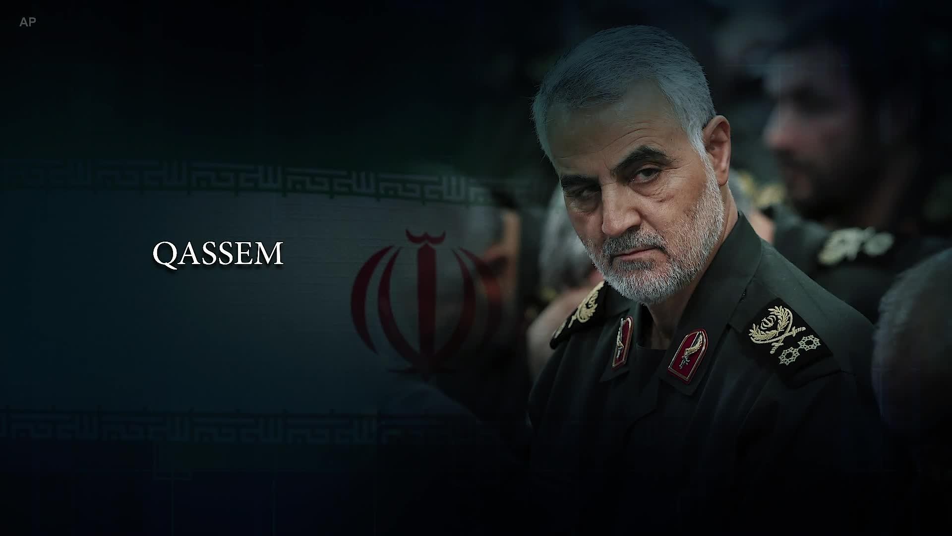 """صورة بشار الأسد يمنح سليماني """"وسام الشرف السوري""""!"""