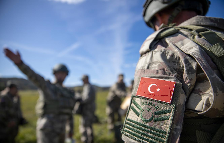 صورة بشار الأسد يحاصر غالبية نقاط المراقبة التركية