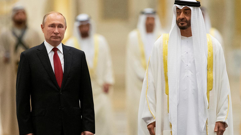 صورة بعد استخدامه لبشار الأسد.. ماذا يريد بن زايد؟