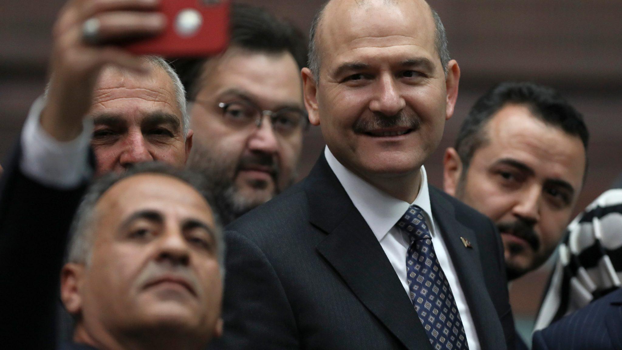 """صورة منافسا لصهره ورجل النجاحات.. بعض أسرار رفض أردوغان لاستقالة """"صويلو"""""""
