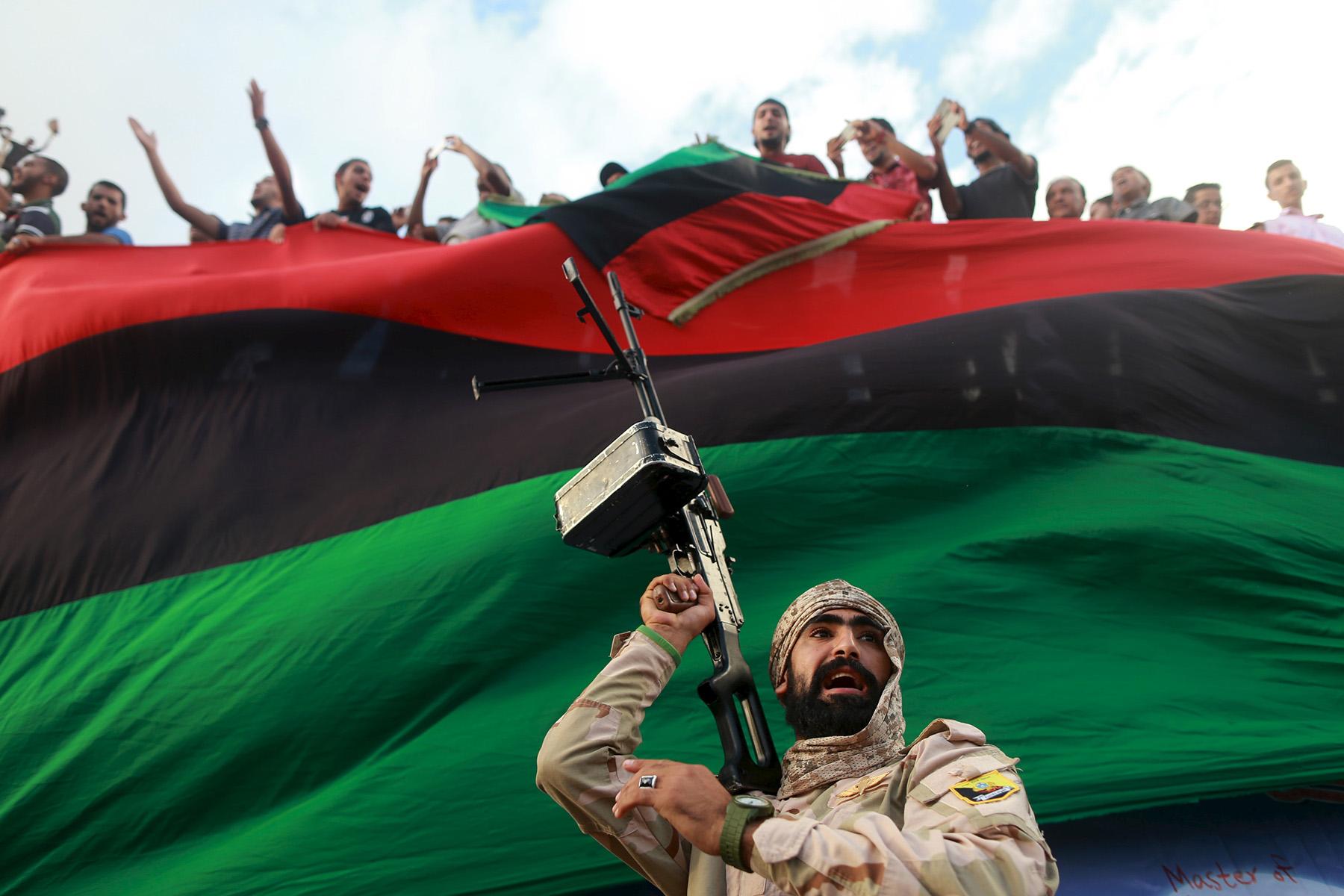 صورة جيش حفتر يذوب.. والليبيون يقتربون من مواجهة الجيش الروسي!