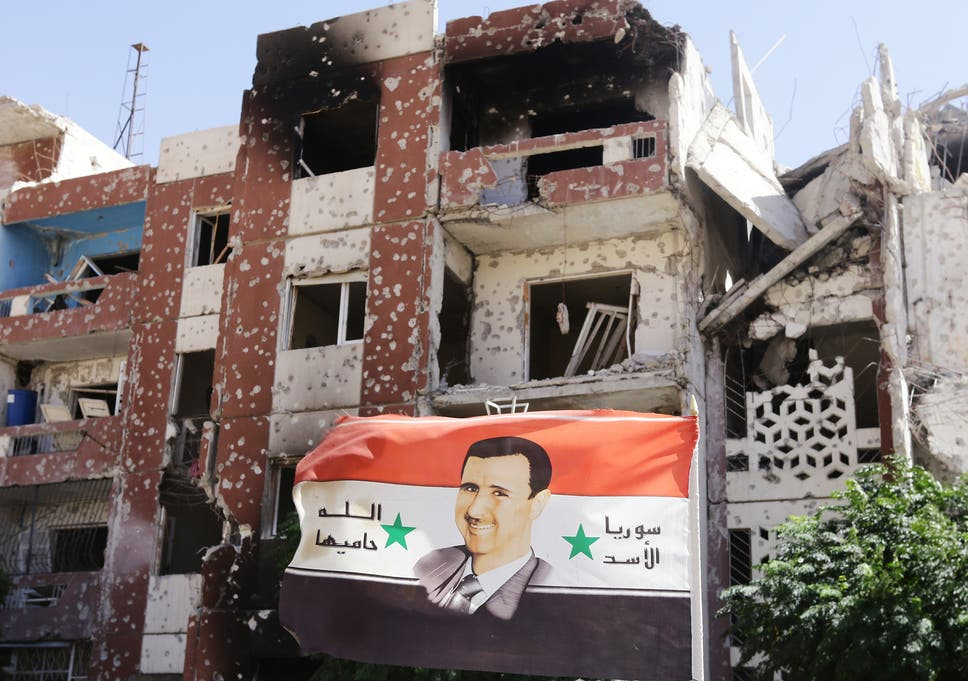 صورة لأول مرة: ماهر الأسد ينكل بقرية علوية ويدمرها ويحرقها- شاهد