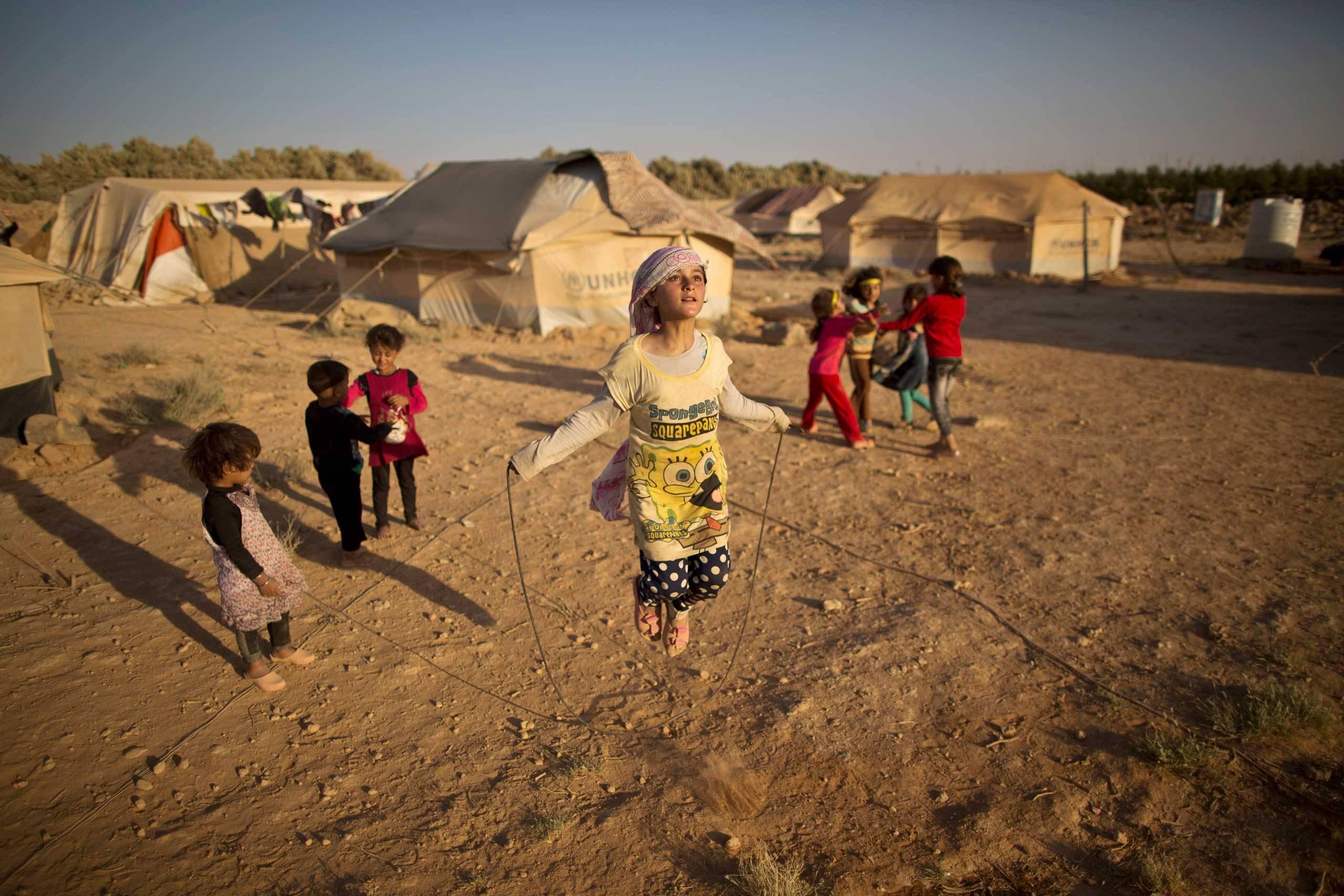 صورة سوريا.. الجيش الروسي يشتري مخيمات اللاجئين!