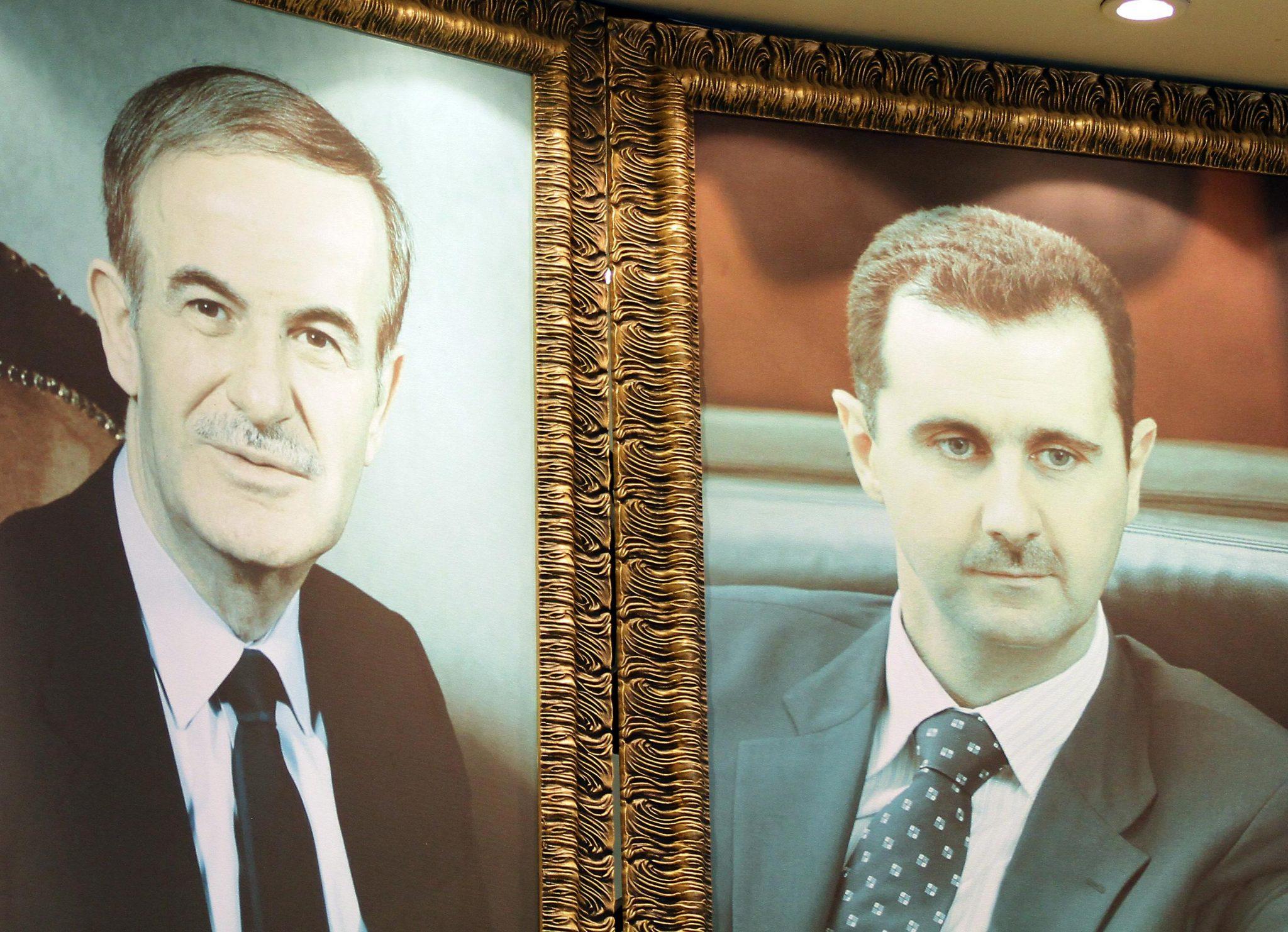"""صورة صحيفة: المجتمع العلوي يستعد لمواجهة """"الديكتاتور"""""""