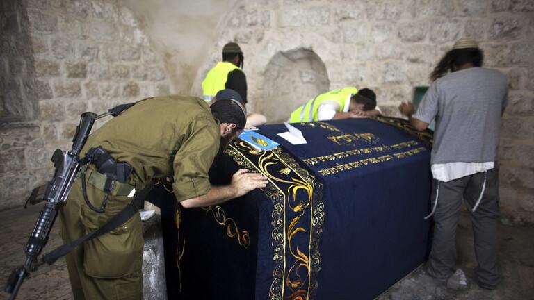 صورة اقتحموا قبر يوسف.. المستوطنون: الأماكن المقدسة لنا