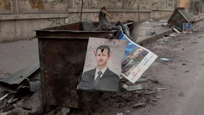 صورة الأسد يحفر قبره بيديه.. تصريحات رسمية