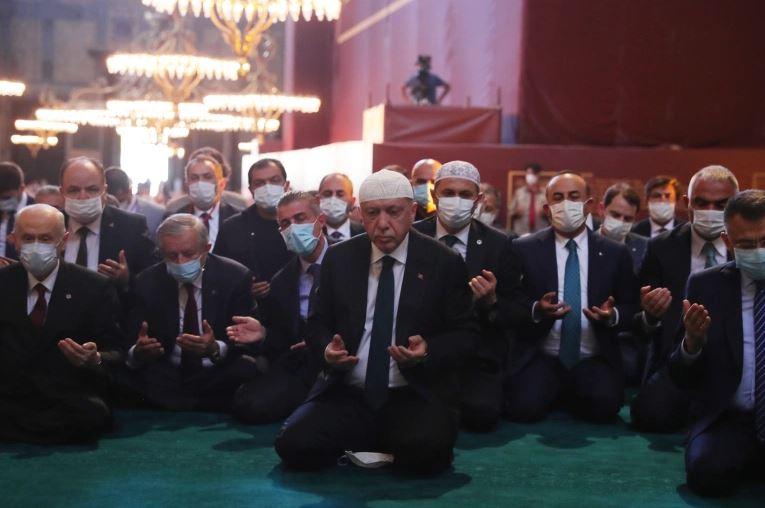 """صورة الشـ.ـؤون الدينـ.ـية التركية: هذا اليوم تهتز فيه قباب """"آيا صوفيـ.ـا"""" بالتـ.ـكبير"""