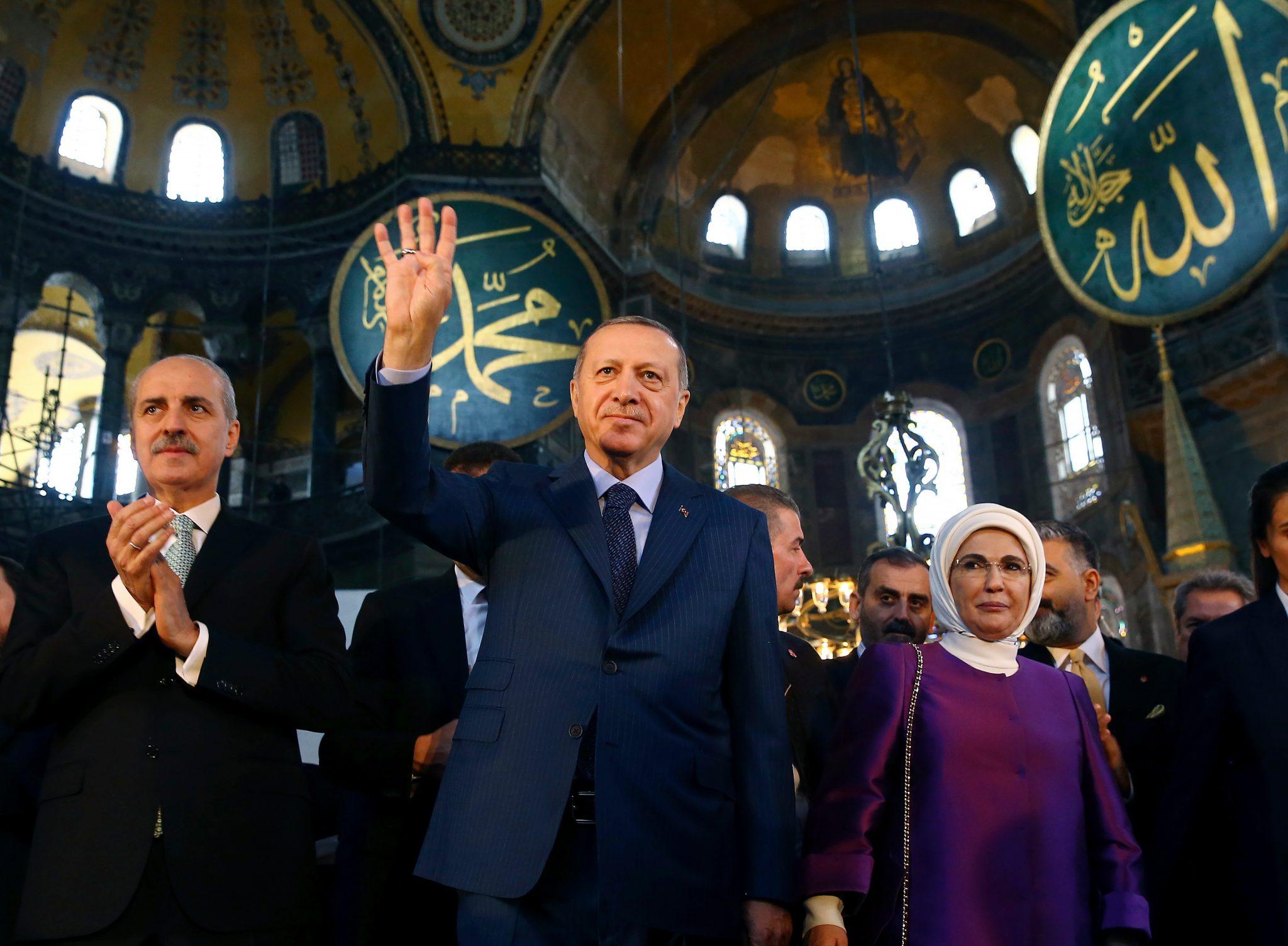 """صورة زعيم المسيحيين يحذر أردوغان من تحويل """"آيا صوفيا"""" إلى مسجد- تطورات خطيرة"""