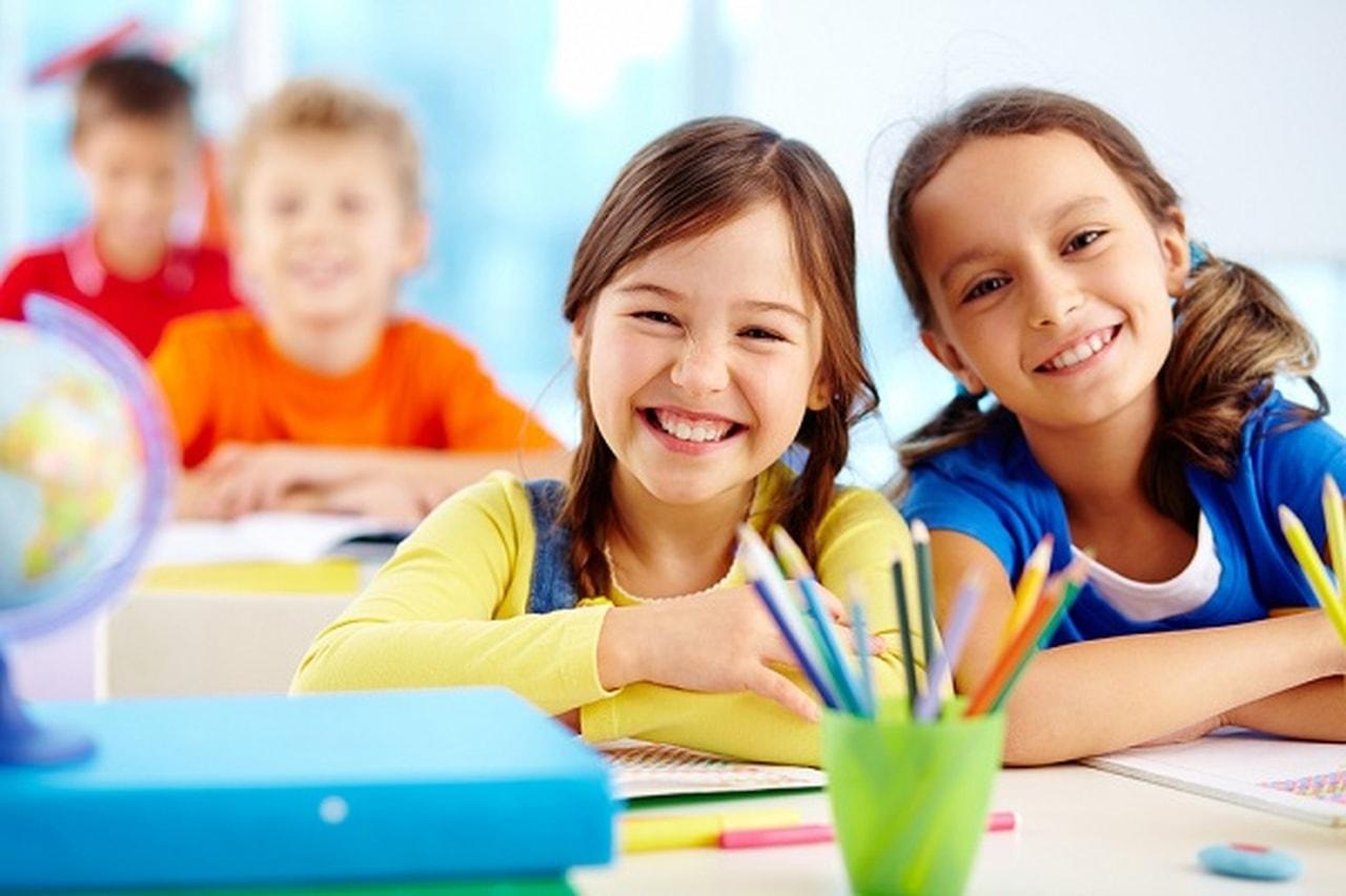 صورة عودة الأطفال إلى المدارس.. كيف تعالجين قلق طفلك؟