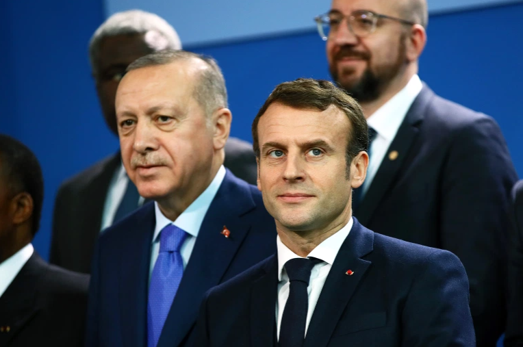صورة خبراء يوضحون أسباب تراجع ماكرون عن تهـ ـديد تركيا
