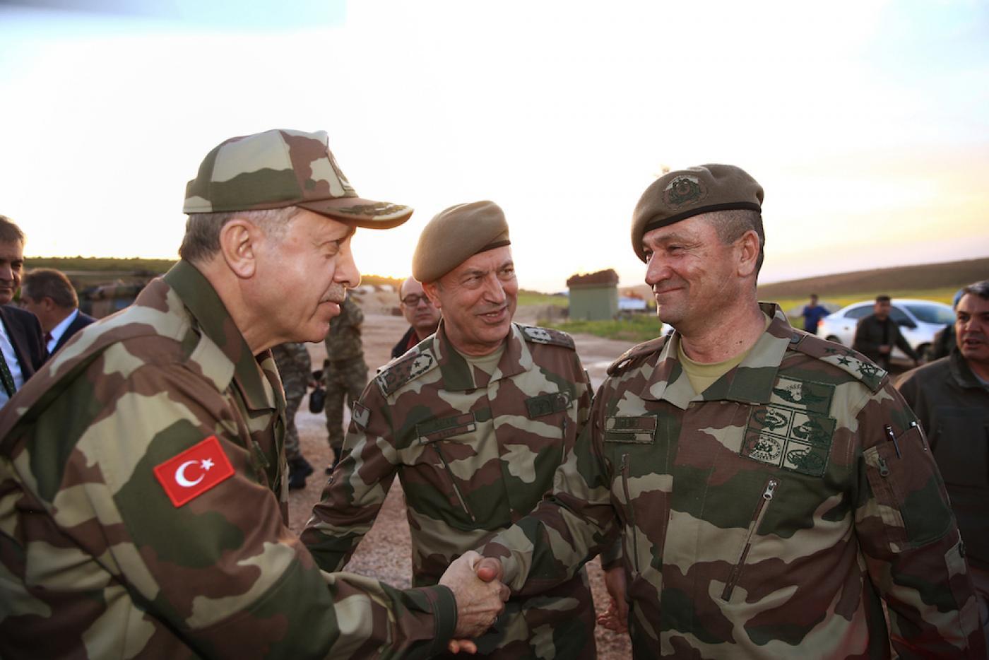 صورة خبراء روس: الجيش التركي يستعد للحرب في سوريا