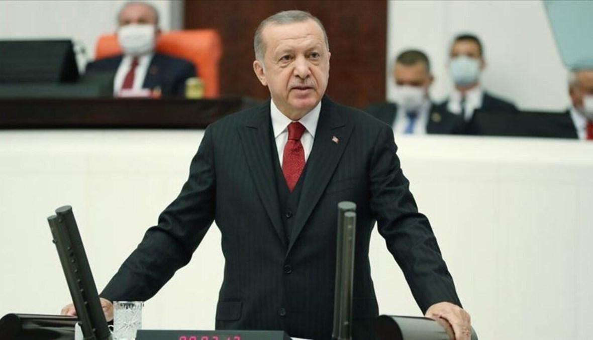 صورة أردوغان يعلن الحرب الاقتصادية على باريس.. وخبراء فرنسيون: الرئيس التركي يريد زعامة العالم الإسلامي