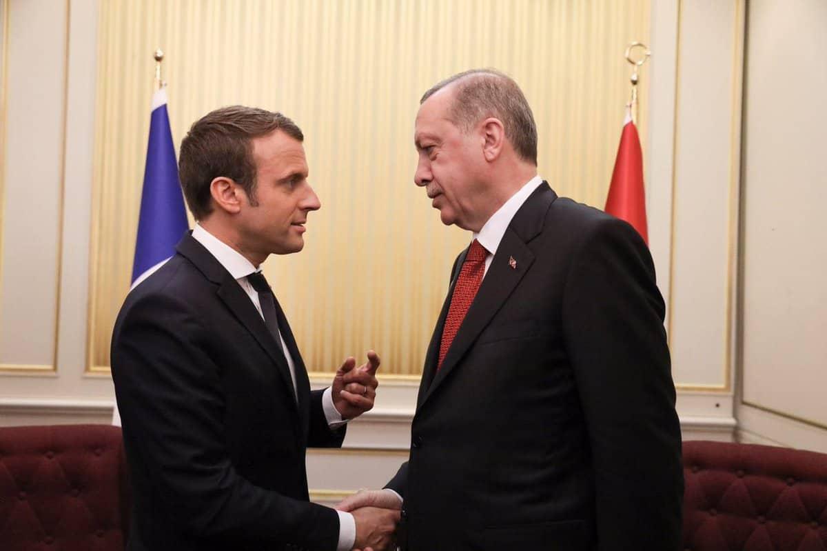 صورة فرنسا وتركيا.. حرب غير عسكرية تبدأ