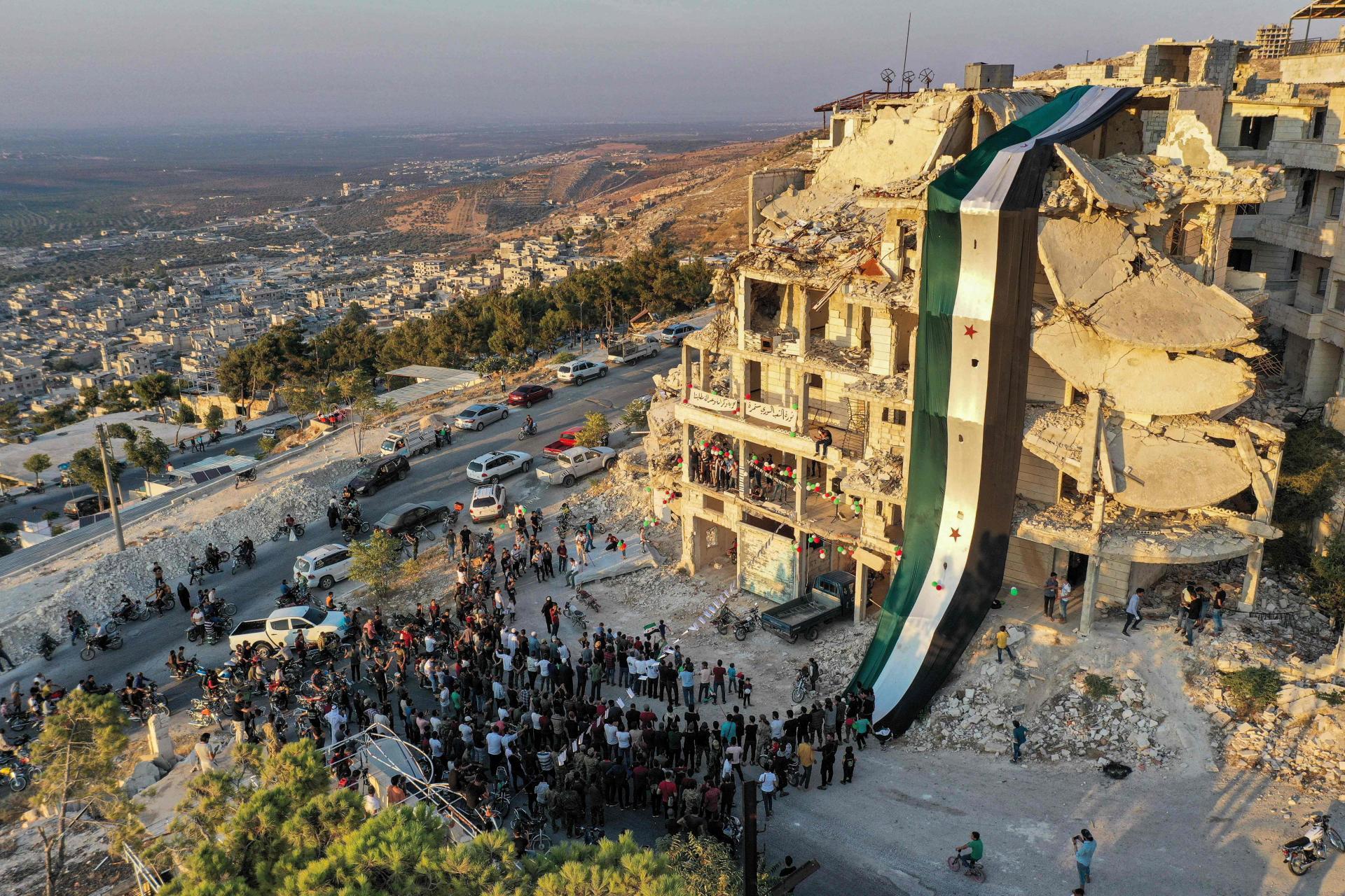 صورة هل ستفرغ باريس غضبها في إدلب؟