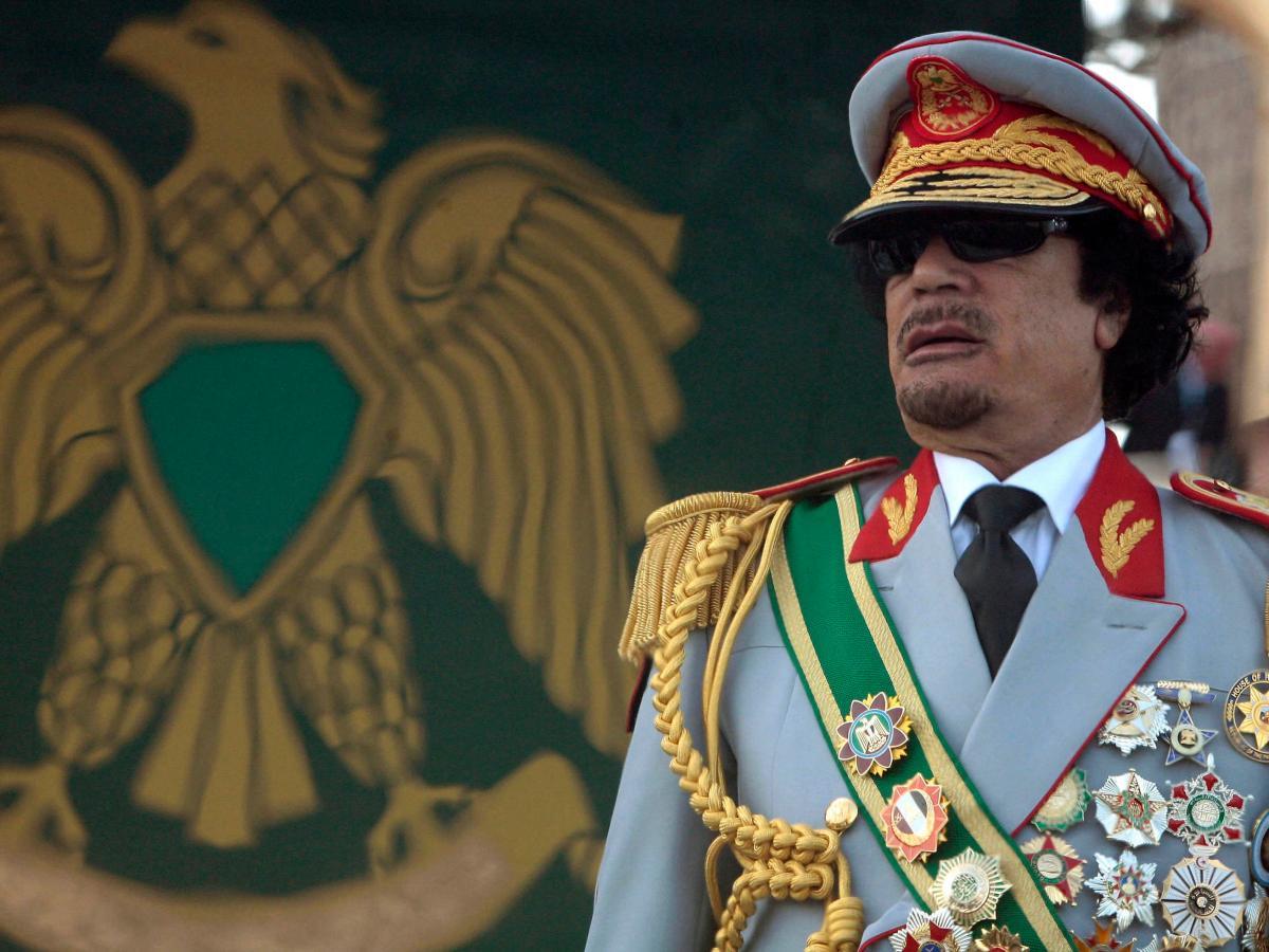 صورة أين هي الآن؟..القذافي كان يضع يده على 143 طنا من الذهب ومثلها من الفضة! (وثيقة)