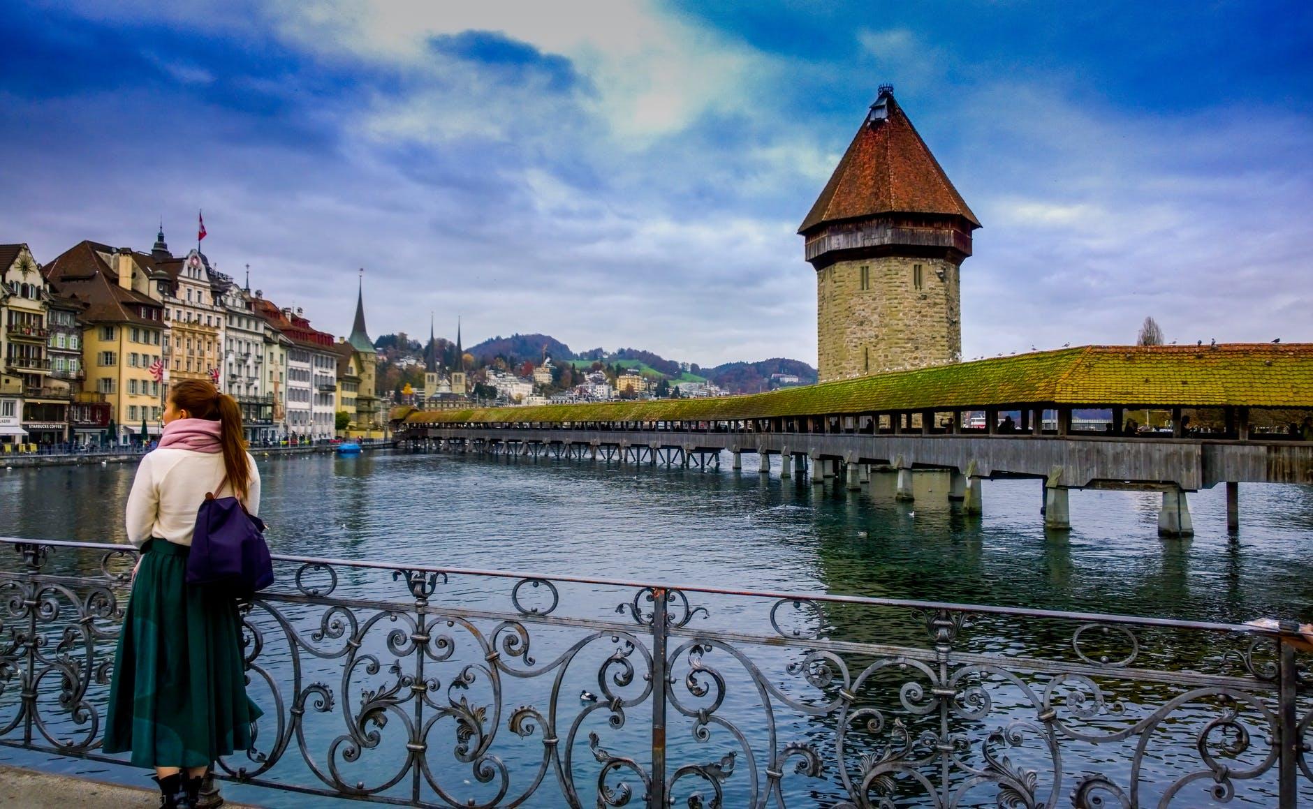 صورة سويسرا تقع وسط أوروبا لكنها خارجها.. تعرف على أبرز أغنى دول العالم