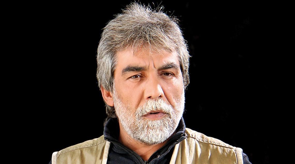 صورة نال شهرة واسعة في سوريا بحضوره المميز.. تشاجر مع باسم ياخور على الهواء.. ماذا تعرف عن أيمن رضا؟