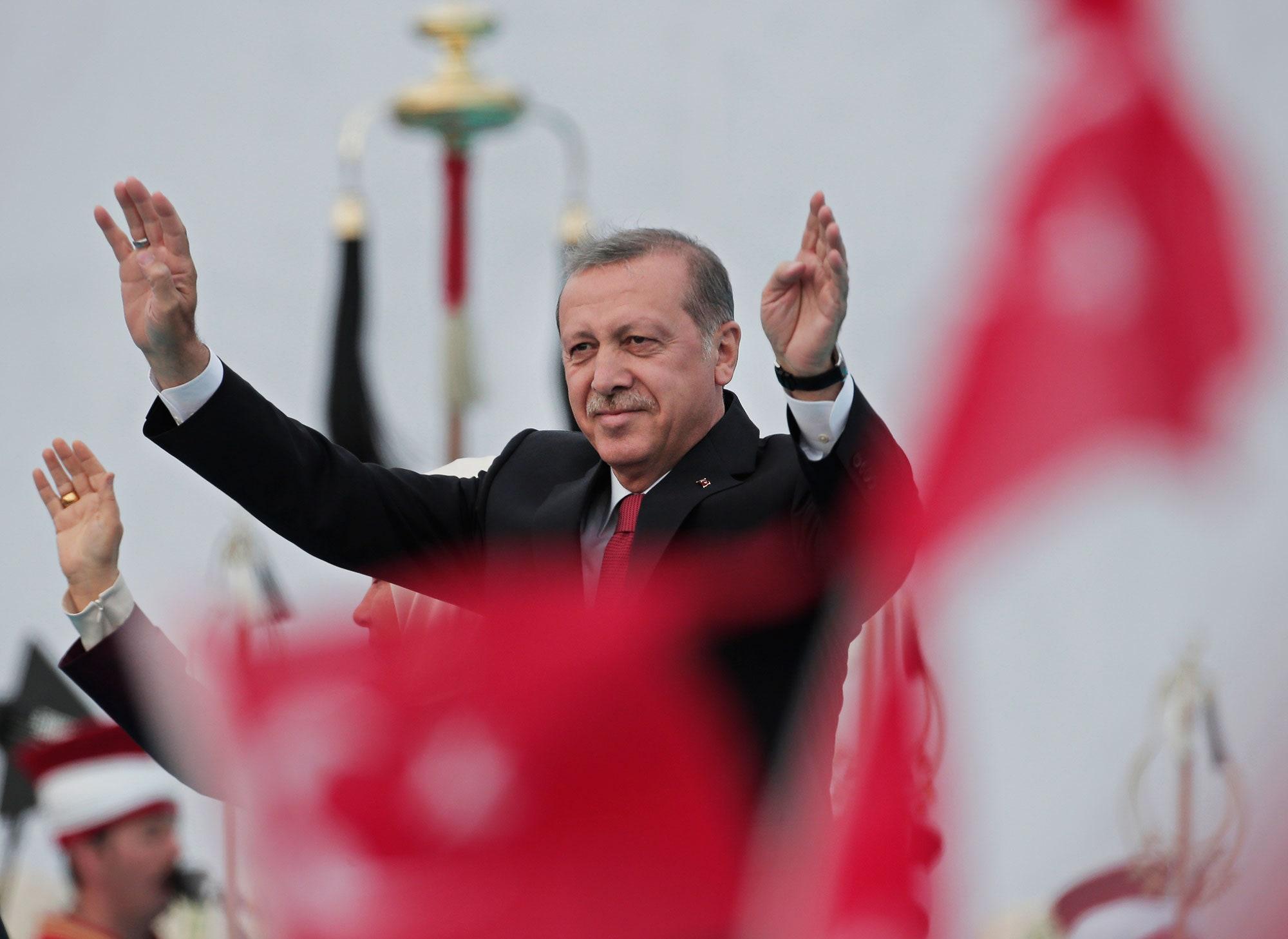 صورة إفشال مخططات أمريكية للإطاحة بأردوغان.. مستشار الرئيس يكشف التفاصيل