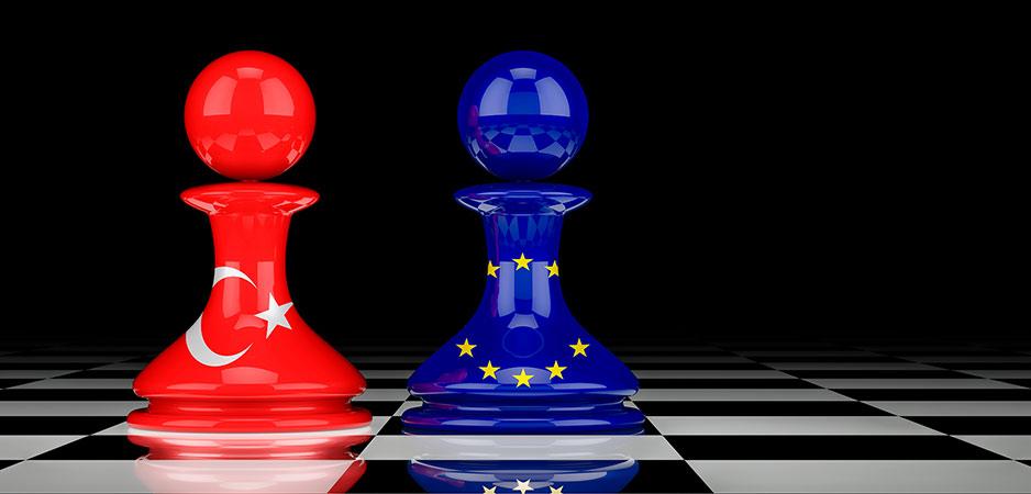 صورة وزير أوروبي يرفع الراية البيضاء أمام تركيا!