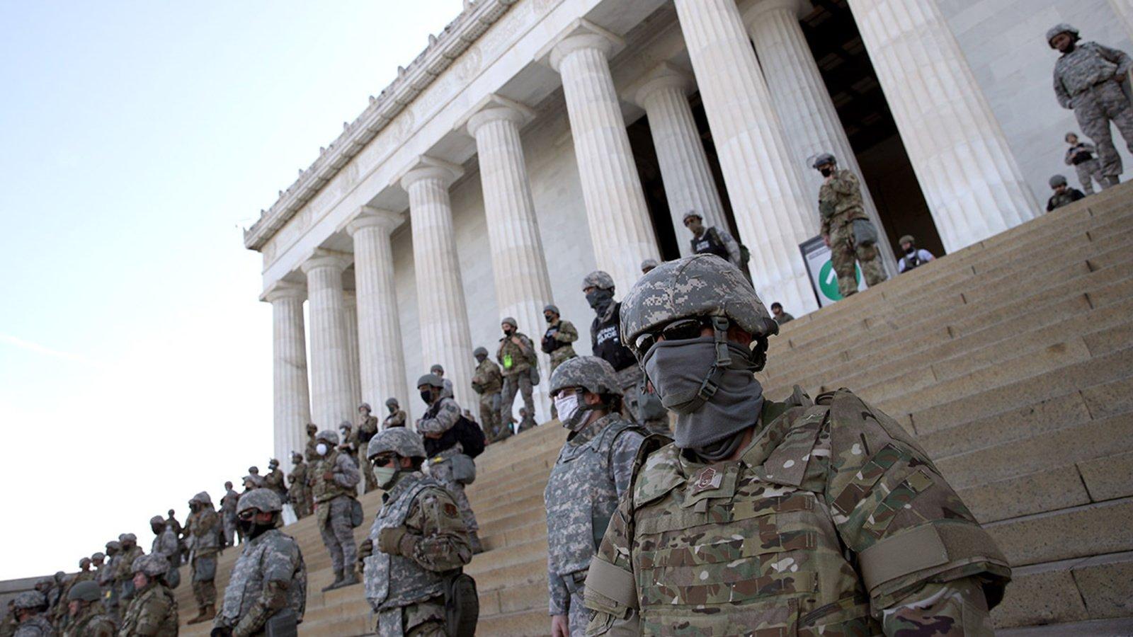 """صورة نجل ترامب يدعو لـ """"حرب شاملة"""".. وأنصاره يطالبون بإنزال الجيش!"""